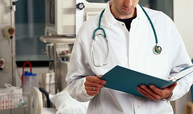 Bata blanca, mitos y verdades: ¿cuándo se lava? ¿da seguridad al paciente?