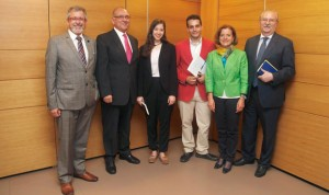 """Becas de CEEM y OMC contra el """"agravio """" de Educación al grado en Medicina"""