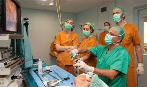Bellvitge realiza la primera extirpación de tiroides por la boca en España