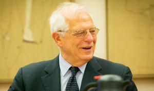 Borrell advierte: viajar fuera de España sin seguro médico puede salir caro