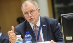 """Bruselas recomienda una """"abundante"""" contratación de sanitarios"""