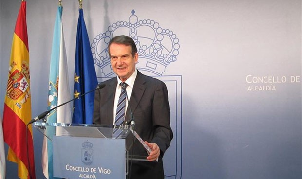 El alcalde de Vigo amenaza con impartir Medicina si Lugo enseña Robótica