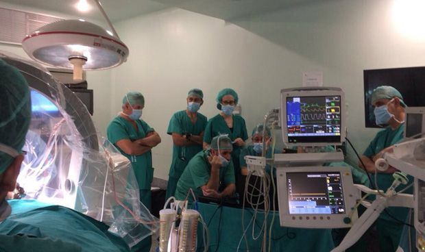Cáceres realiza su primer implante cerebral para tratar el parkinson
