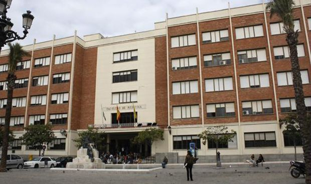 Cádiz busca facultad para alejar el examen MIR de las chirigotas