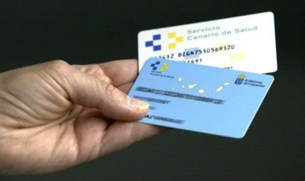 Canarias no espera al Ministerio e imprime su propia tarjeta universal