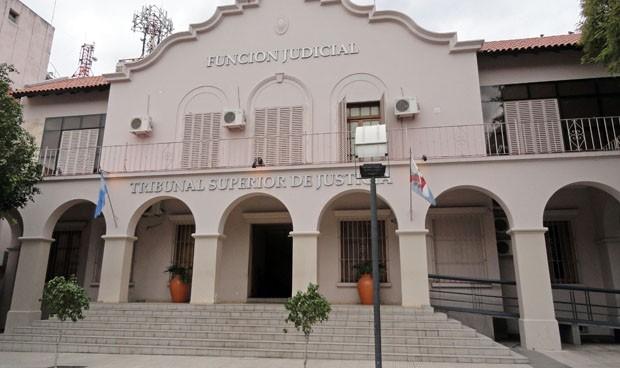 Casi 100 sanitarios evitan el decreto de 2012 y tendrán 'canosos'