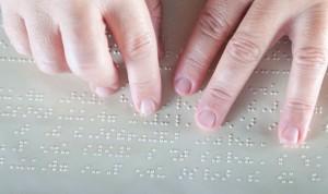Castilla y León facilita el acceso a la sanidad a las personas ciegas