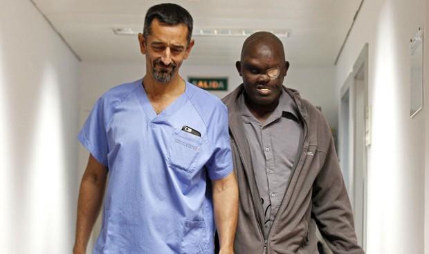 Cavadas extirpa en el Hospital de Manises un tumor craneal gigante