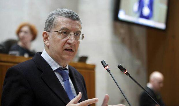 Celaya anuncia una nueva normativa para cardioproteger a Aragón