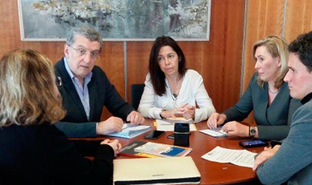 Celaya llevará al Ministerio una propuesta sobre fármacos neuromusculares