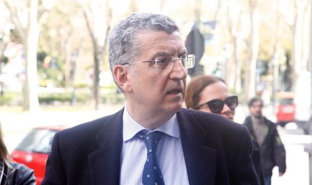 Celaya negocia con Hacienda retrasar la jubilación de los médicos