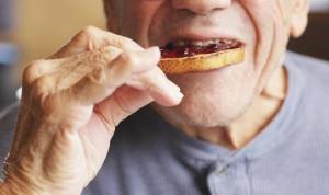 Cenar tarde y no desayunar cuadruplica el riesgo de un segundo infarto