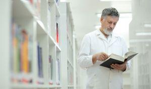 Cinco libros que debes leer este verano si eres profesional sanitario