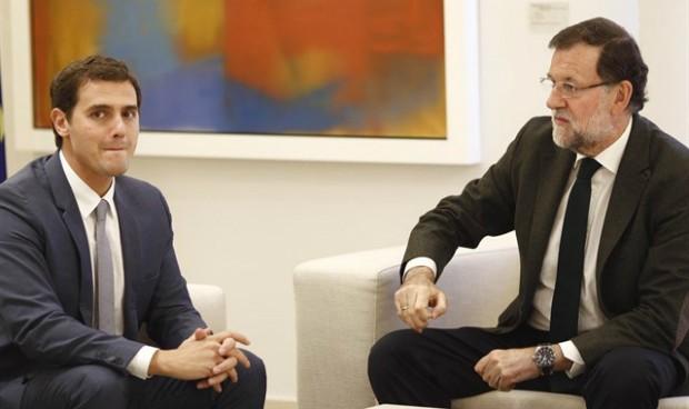Ciudadanos 'regala' la abstención a Rajoy y entrega la sanidad a los pactos