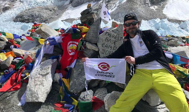 Cofares y Alex Txikon hacen cima en Kala Patthar