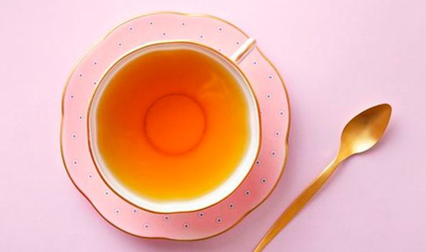 Combinar té caliente, alcohol y tabaco eleva el riesgo de cáncer de esófago
