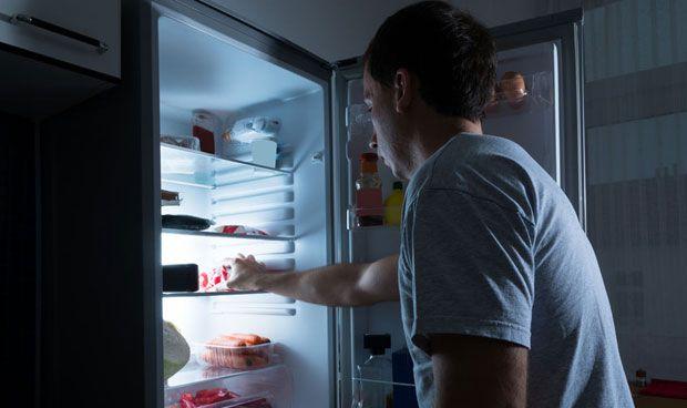 Comer de noche aumenta el riesgo de enfermedad cardiaca y diabetes
