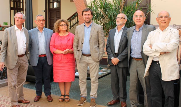 Comín se rodea de 6 exconsejeros para 'sacar pecho' de la sanidad catalana