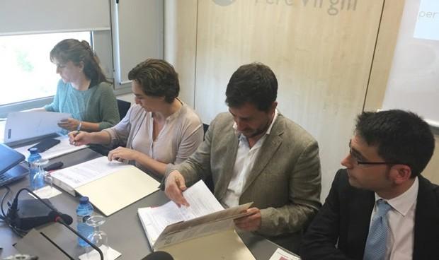 Comín y Colau firman la paz con un convenio sanitario de 187 millones