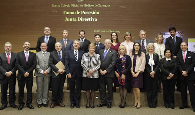 Concepción Ferrer toma posesión como presidenta de los médicos zaragozanos