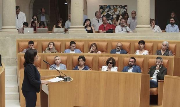 Concha Andreu promete aumentar el personal médico y eliminar los conciertos