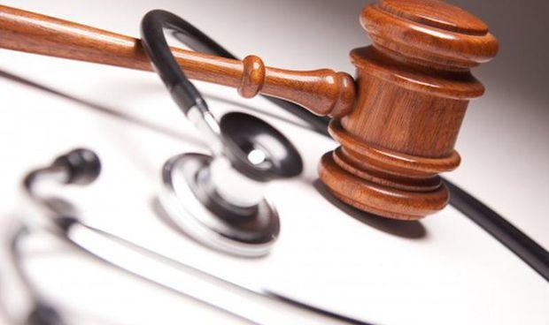 Condenan a dos ginecólogos a pagar más de medio millón por un error médico