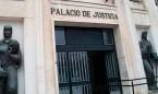Condenan a un médico a un traslado forzoso por vejar a su jefa por WhatsApp