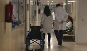 Contratar a un sanitario cuesta 800 euros anuales más que en 2013
