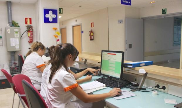 Contratar un sanitario sale 350 euros más caro al mes que hace cuatro años