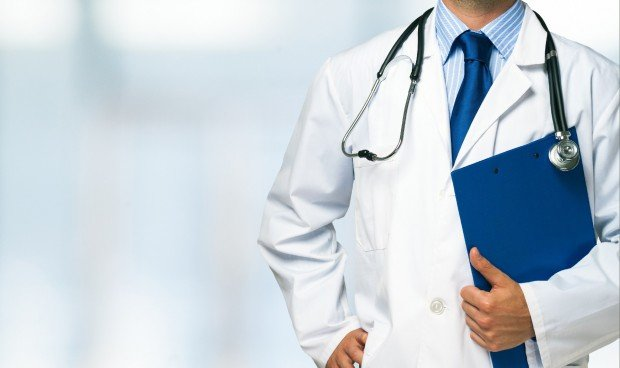 Médicos con corbata: un riesgo para el paciente en la atención sanitaria