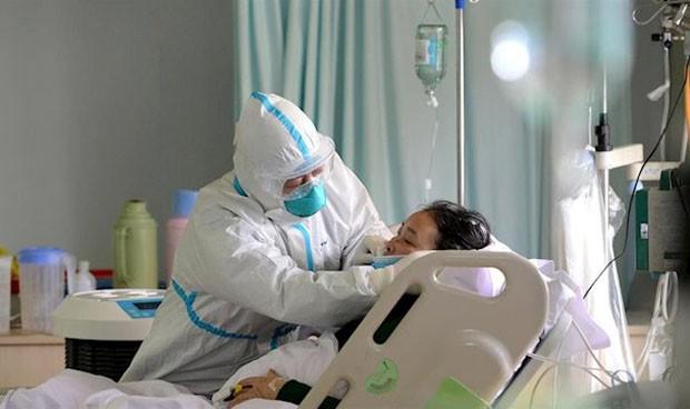 """Coronavirus: 14 días de baja a médicos y enfermeros en """"contacto de riesgo"""""""