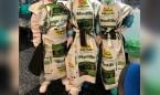 Coronavirus: batas hechas con sacos de mantillo para protegerse del Covid