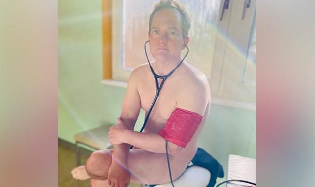 Coronavirus: médicos alemanes se fotografían desnudos ante la falta de EPI
