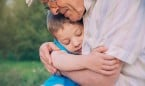 Pediatría 'desescala' los abrazos entre nietos y abuelos con pocas certezas