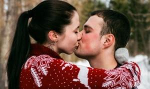 Coronavirus: sin prueba de transmisión sexual pero hay que evitar besos