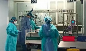 Covid-19: Dos CCAA concentran casi la mitad de sanitarios contagiados