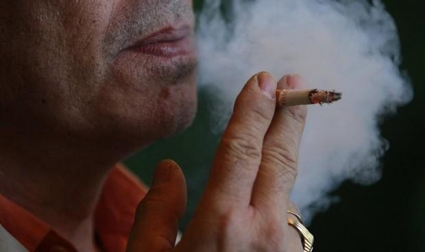 Covid-19: media España valora seguir el 'no' a fumar en la calle de Galicia