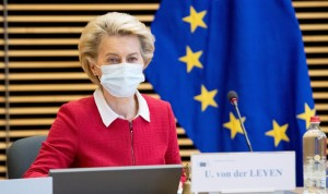 Covid-19 vacuna: la UE negocia con Pfizer y BioNTech la compra de más dosis