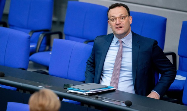 Covid-19 | Prima de 1.000€ a los sanitarios de residencias en Alemania