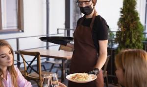 Covid | ¿Es seguro quitarse la mascarilla en un restaurante cerrado?
