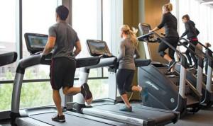 ¿Hay más riesgo de Covid-19 en un hotel o en el gimnasio? Médicos responden