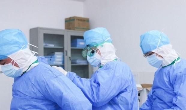 Covid: Febrero deja 2.925 casos más entre el personal sanitario