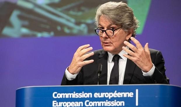 Covid-19: Bruselas apunta al 14 de julio para la inmunización de Europa