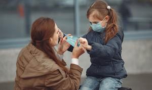 Menos contagios de Covid en sanitarios que conviven con menores de 11 años