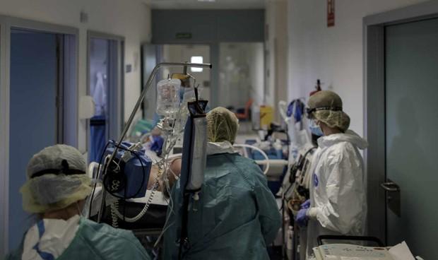 Covid: más de medio millón de sanitarios trabajan más de 40 horas semanales