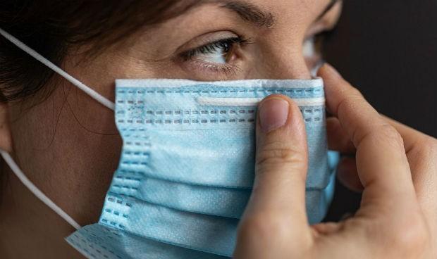 Covid: la mascarilla, causa de daño cutáneo en hasta el 95% de sanitarios