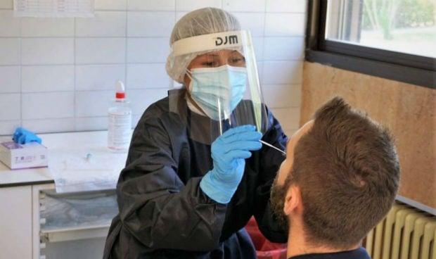 Covid: un estudio rechaza el uso de PCR y el contagio por asintomáticos