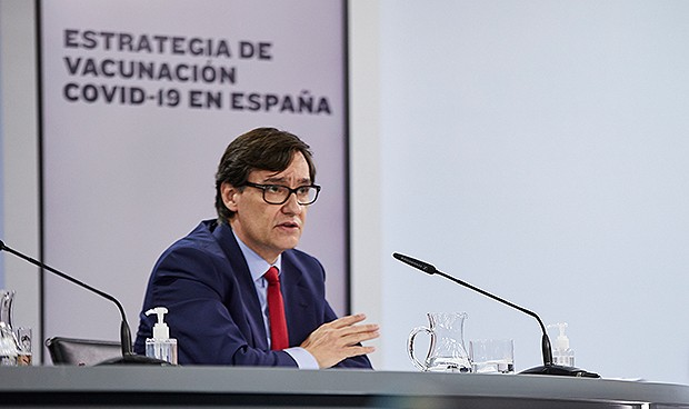 Vacunación Covid España: prioridad a sanitarios pero separados en 3 grupos