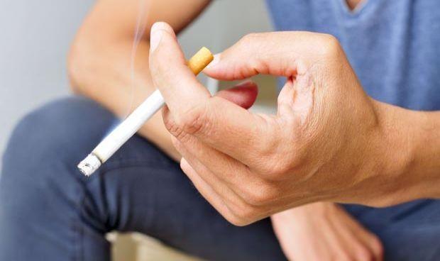 Vacuna Covid: Un estudio indica por qué debe priorizarse a fumadores