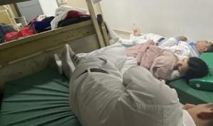 Cuartos de descanso de los médicos: de literas a colchonetas en el suelo